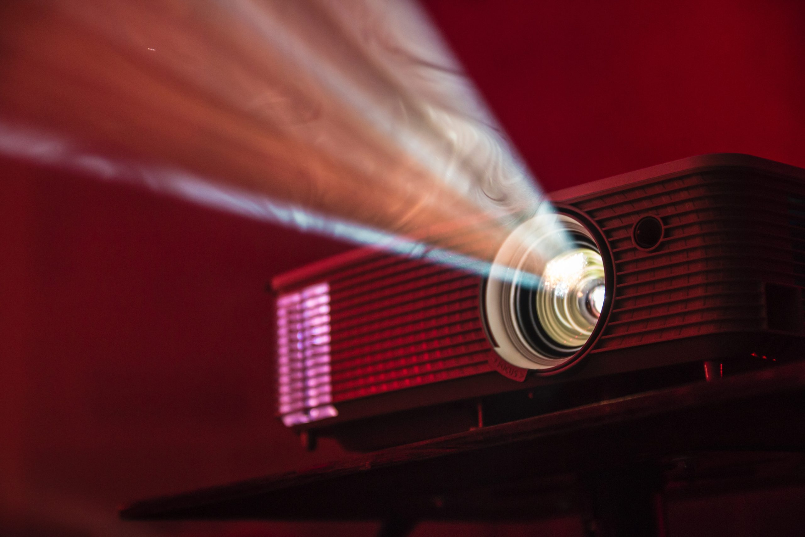 how long does a projector bulb last