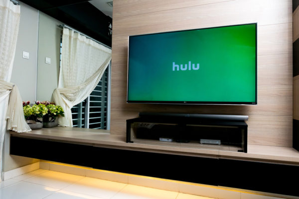 how to watch hulu on projector